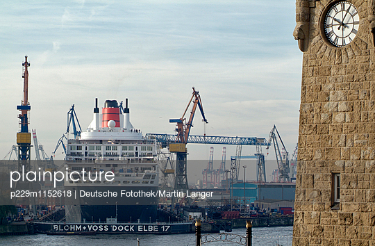 Landungsbrücken - p229m1152618 von Martin Langer