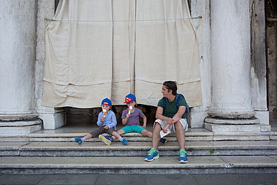 Family on vacation in Venice - p1308m2126718 by felice douglas