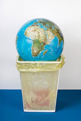 Dunmping the earth - p2380315 by Anja Bäcker