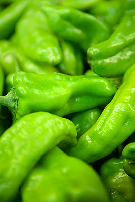 Close-up of green peppers - p312m746784 by Peter Hoelstad