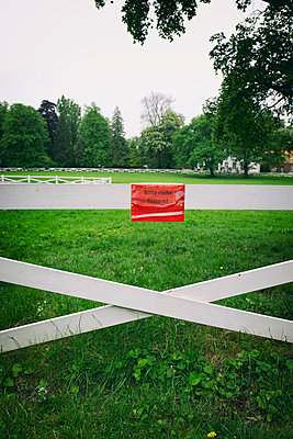 White picket fence paddock red sign no feeding - p609m1192660 by OSKARQ