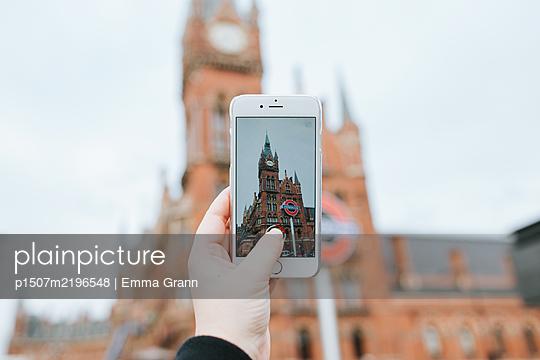 Eine Kathedrale fotografieren mit dem Smartphone - p1507m2196548 von Emma Grann