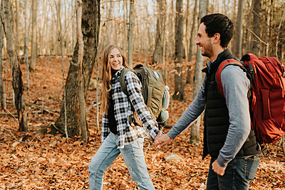 Young couple holding hands during autumn hike - p300m2241713 by Sara Monika