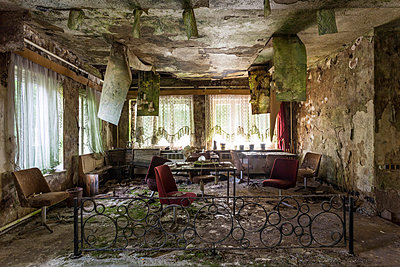 Abandoned room - p1440m1497490 by terence abela