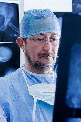 Surgeon examining Xray image - p429m2075390 by REB Images
