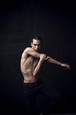 Tänzer - p947m1154370 von Cristopher Civitillo