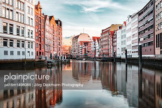 Hamburg - p416m1498066 von Jörg Dickmann Photography