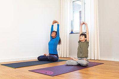 Yoga für Kinder - p305m2183593 von Dirk Morla