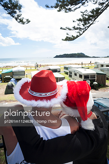 Christmas campers - p1261m1124639 by tromp l'oeil