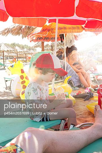Strand macht durstig - p454m2037699 von Lubitz + Dorner