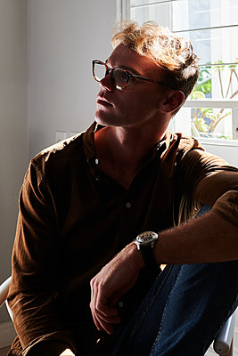 Pensive man with glasses, portrait - p1640m2254618 by Holly & John