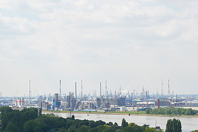 Raffinerie in Antwerpen - p587m1155076 von Spitta + Hellwig