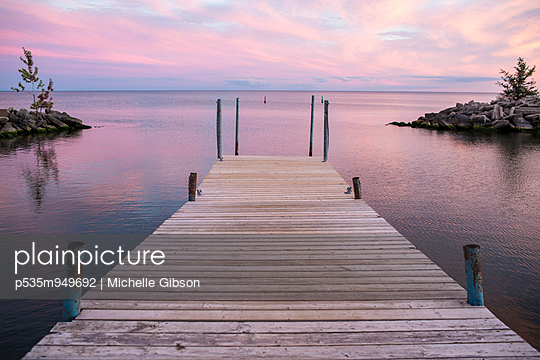 Pier - p535m949692 von Michelle Gibson