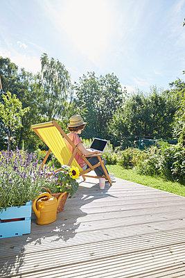 Garten Terrasse - p464m1496628 von Elektrons 08