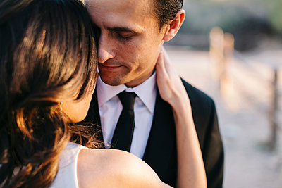 Mid adult couple outdoors, in romantic embrace - p924m1422654 by Jennifer van Son