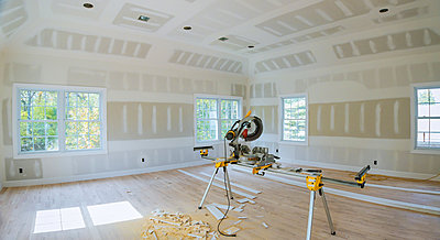Construction remodeling home cutting wooden trim with circular saw. - p1166m2137544 by Cavan Images