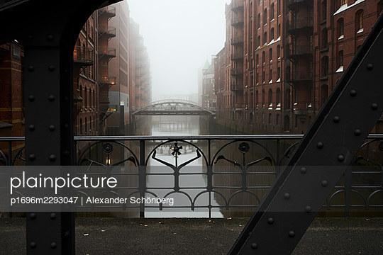 Speicherstadt - p1696m2293047 by Alexander Schönberg