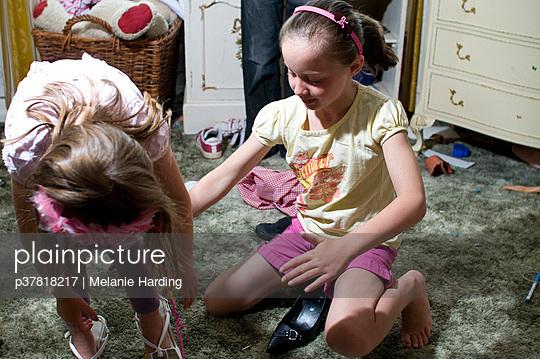 Girls dressing up - p37818217 by Melanie Harding