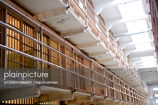 Zellen in Alcatraz - p1242m1586691 von teijo kurkinen