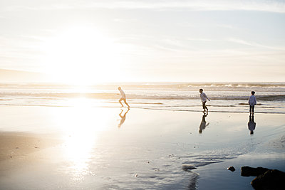 Children running at the beach - p1166m2073865 by Cavan Images