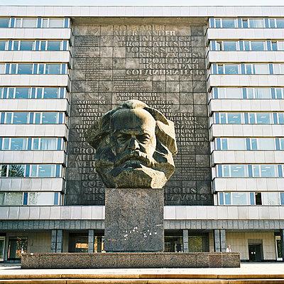 Karl Marx Statue  - p1195m1039507 von Kathrin Brunnhofer