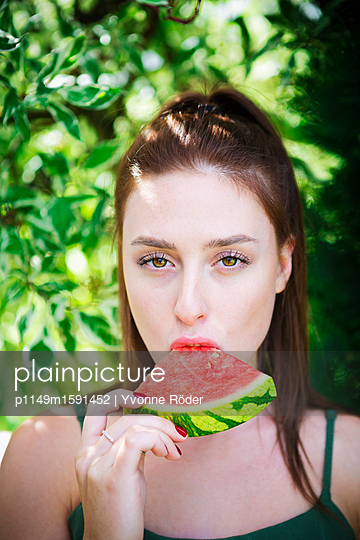 Eating melon - p1149m1591452 by Yvonne Röder