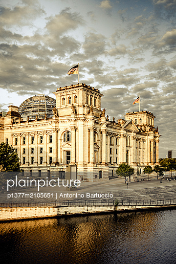 Germany, Berlin, Berlin Mitte, Spree, Reichstag Parliament Building,  - p1377m2105651 by Antonino Bartuccio