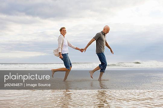 Couple in the sea - p9249487f by Image Source