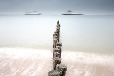 France, Brittany, Breakwater at beach of Calais - p300m999084f by David Santiago Garcia