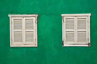 Closed windows - p7260030 by Katarzyna Zommer