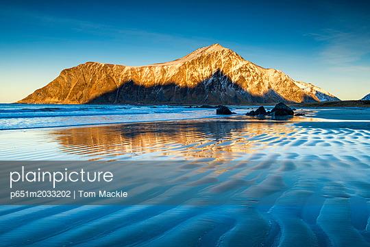 p651m2033202 von Tom Mackie