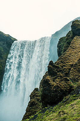 Wasserfall - p947m1589048 von Cristopher Civitillo