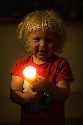 Little boy with flashlight - p1418m2014895 by Jan Håkan Dahlström