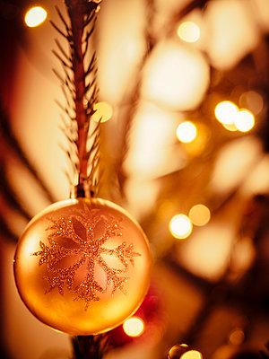 Christmas bauble - p300m1047483f by Kristian Peetz