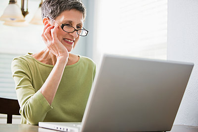 Senior woman using laptop - p555m1478463 by John Fedele