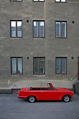 rotes auto - p627m671312 by Julius Steffens