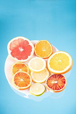 Zitrusfrüchte - p954m1516638 von Heidi Mayer