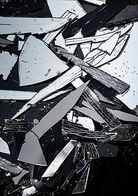 Broken mirror - p971m2286112 by Reilika Landen