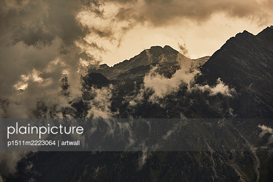 Mountain range in the fog - p1511m2223064 by artwall