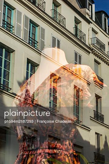 Le mannequin de vitrine - p1594m2187293 by Françoise Chadelas