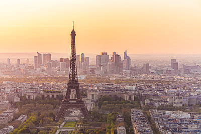 France, Paris, City with Eiffel Tower at sunset - p300m2024130 by Werner Dieterich
