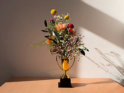 Trophy cup with flower bouquet - p801m2257698 by Robert Pola