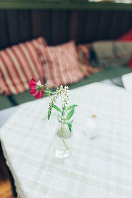 Blümchen in der Vase - p1507m2110332 von Emma Grann