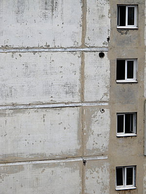 Disadvantage - p627m1035308 by Ralf Metzler