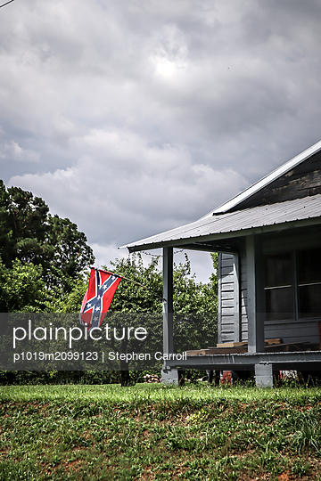 Confederate flag of the Southern states of America on wooden house - p1019m2099123 by Stephen Carroll