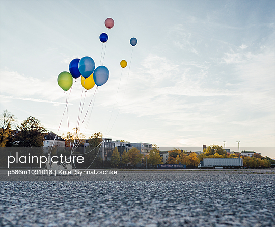 Colorful balloons over square - p586m1091018 by Kniel Synnatzschke