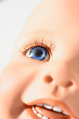 Doll face, Blue eye - p1210m2254564 by Ono Ludwig