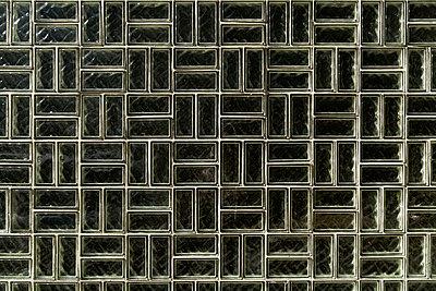 Germany, Munich, Glass bricks, close up - p300m874078f by Tom Chance