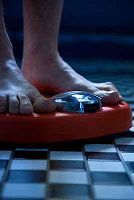 Close up of Feet on Weighing Scale - p669m806450 by David Harrigan