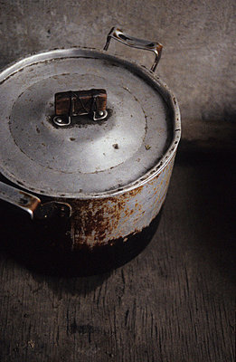 Cooking pot in chinese kitchen - p8570015 by Julia Droop